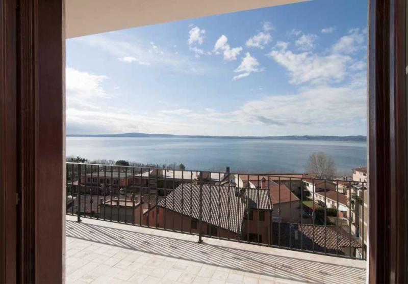 Appartamento in vendita a Trevignano Romano, 3 locali, prezzo € 250.000 | CambioCasa.it