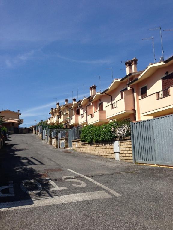 Villa a Schiera in vendita a Manziana, 3 locali, prezzo € 170.000   CambioCasa.it