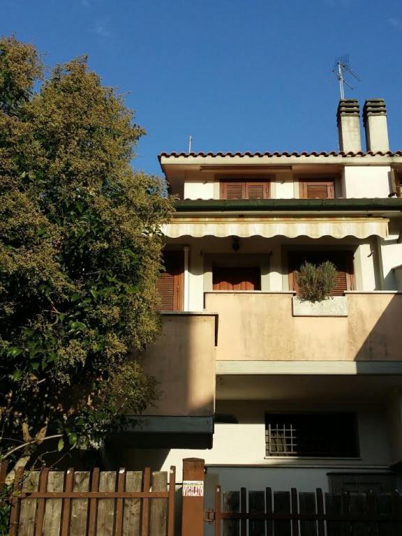 Villa a Schiera in vendita a Manziana, 3 locali, prezzo € 99.000   CambioCasa.it