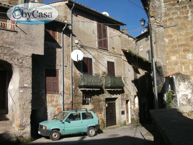 Magazzino in vendita a Bassano Romano, 4 locali, zona Località: bassanoromano, prezzo € 6.000   CambioCasa.it
