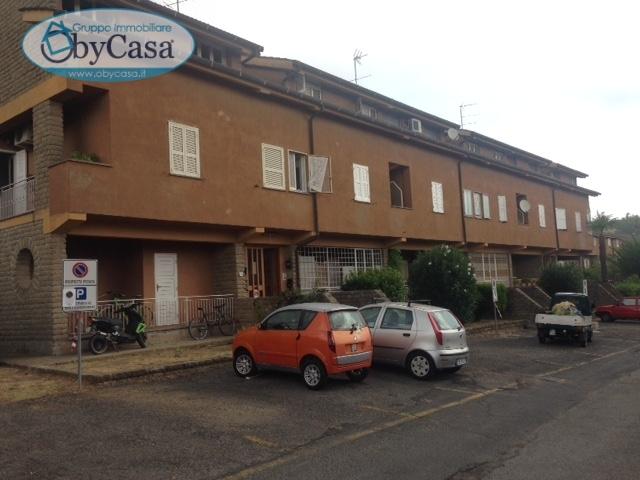 Appartamento in vendita a Manziana, 4 locali, prezzo € 79.000   CambioCasa.it