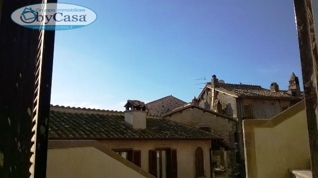 Appartamento in vendita a Bracciano, 4 locali, zona Località: centrostorico, prezzo € 165.000 | CambioCasa.it