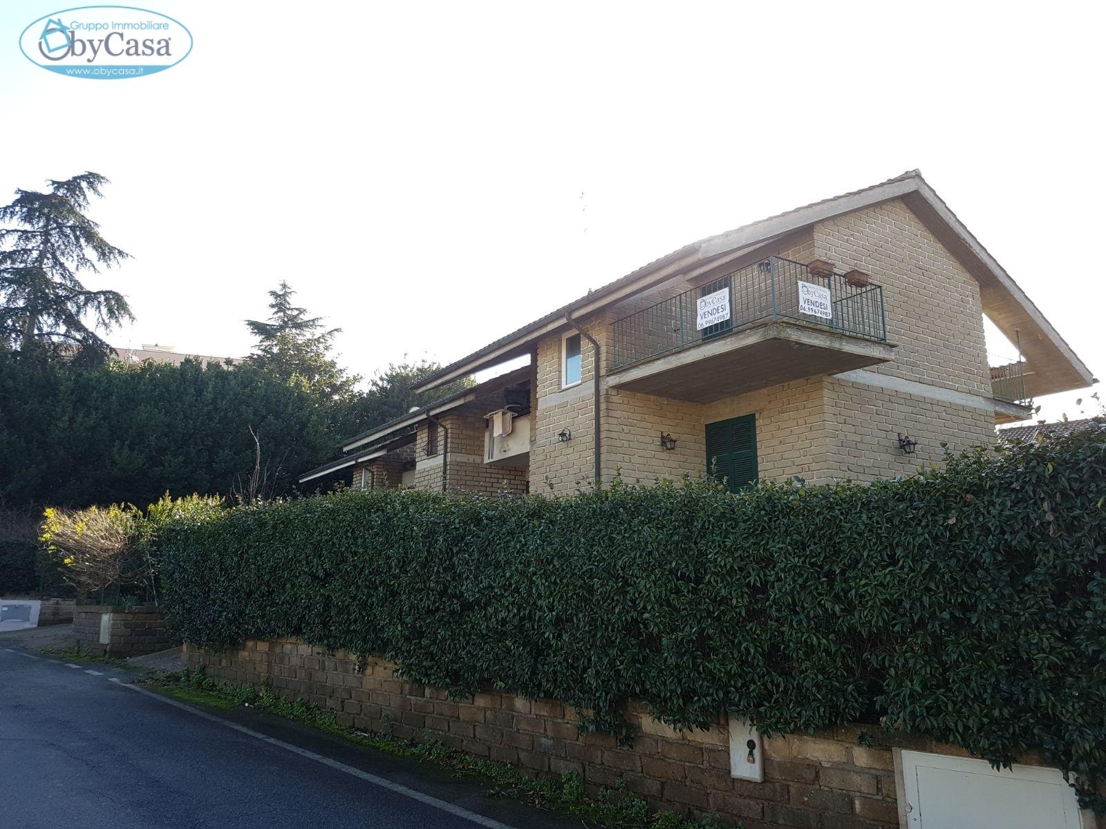 Villa a Schiera in vendita a Manziana, 4 locali, zona Località: centro1, prezzo € 149.000   CambioCasa.it