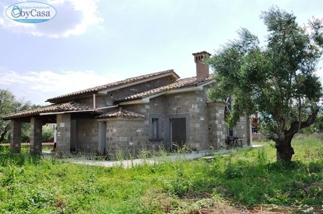 Villa in vendita a Trevignano Romano, 6 locali, zona Località: Bassa,platani,mezzoinf,mezzosup,mosca, prezzo € 449.000 | CambioCasa.it