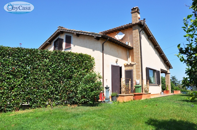 Villa in vendita a Bracciano, 7 locali, prezzo € 400.000 | CambioCasa.it