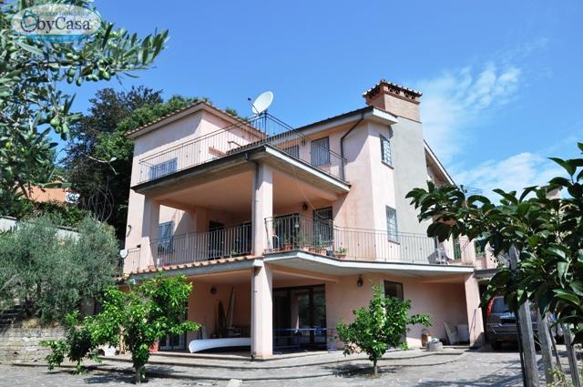 Villa in vendita a Trevignano Romano, 6 locali, zona Località: Alta-rocaromana,vignarosa,olivetello,monticello, prezzo € 480.000 | CambioCasa.it