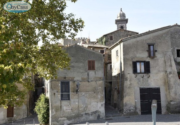 vendita appartamento bracciano centro storico  139000 euro  3 locali  66 mq