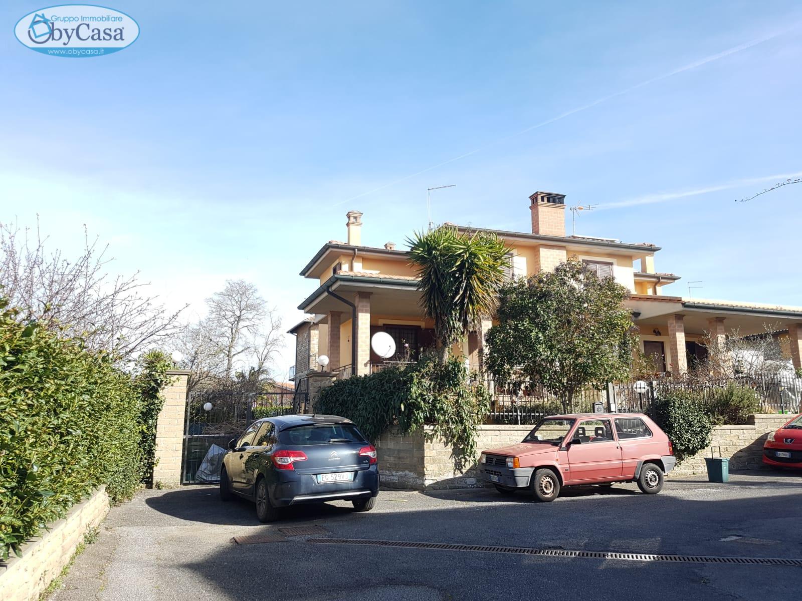 Villa Bifamiliare in vendita a Manziana, 5 locali, zona Località: legrazie, prezzo € 210.000   CambioCasa.it