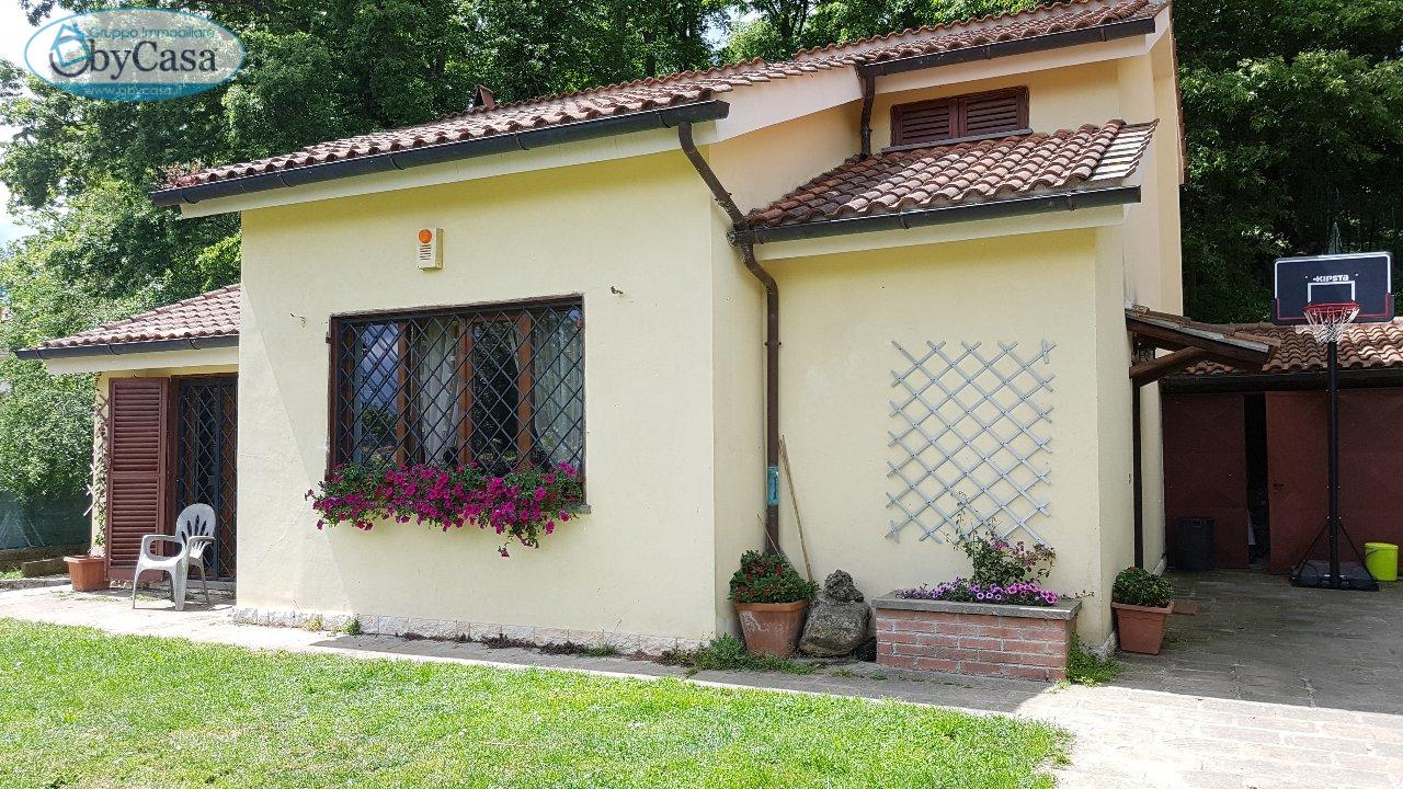 Villa in vendita a Manziana, 3 locali, prezzo € 190.000   CambioCasa.it