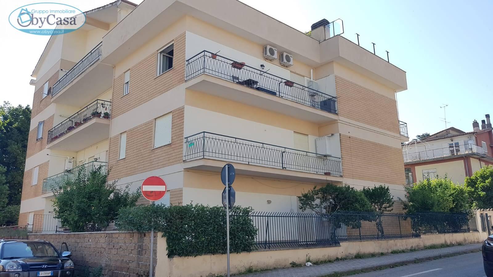 Appartamento in vendita a Bassano Romano, 4 locali, prezzo € 115.000 | CambioCasa.it