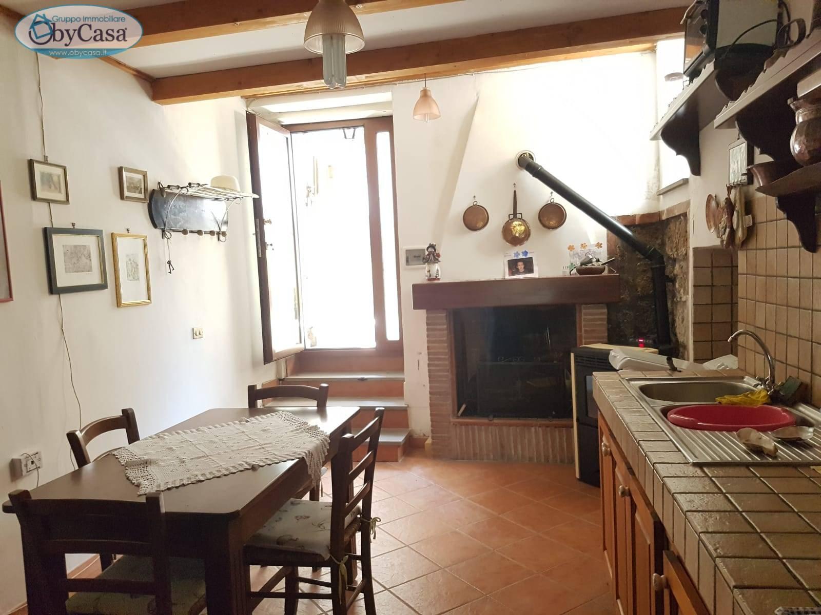 Appartamento in vendita a Bassano Romano, 3 locali, prezzo € 35.000   CambioCasa.it