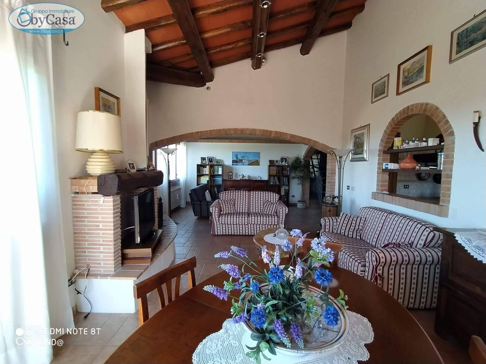 Villa Bifamiliare in vendita a Canale Monterano, 7 locali, prezzo € 230.000 | CambioCasa.it