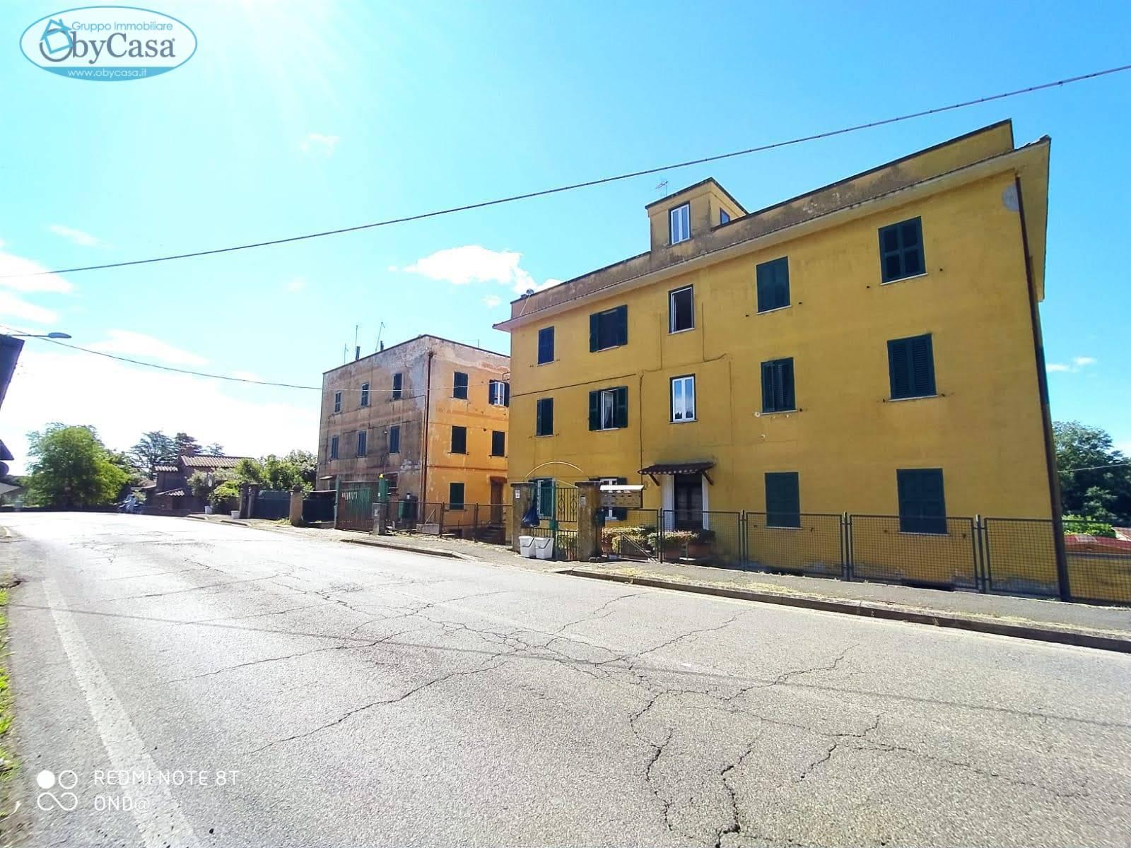 Appartamento in vendita a Manziana, 3 locali, zona Zona: Quadroni, prezzo € 70.000 | CambioCasa.it