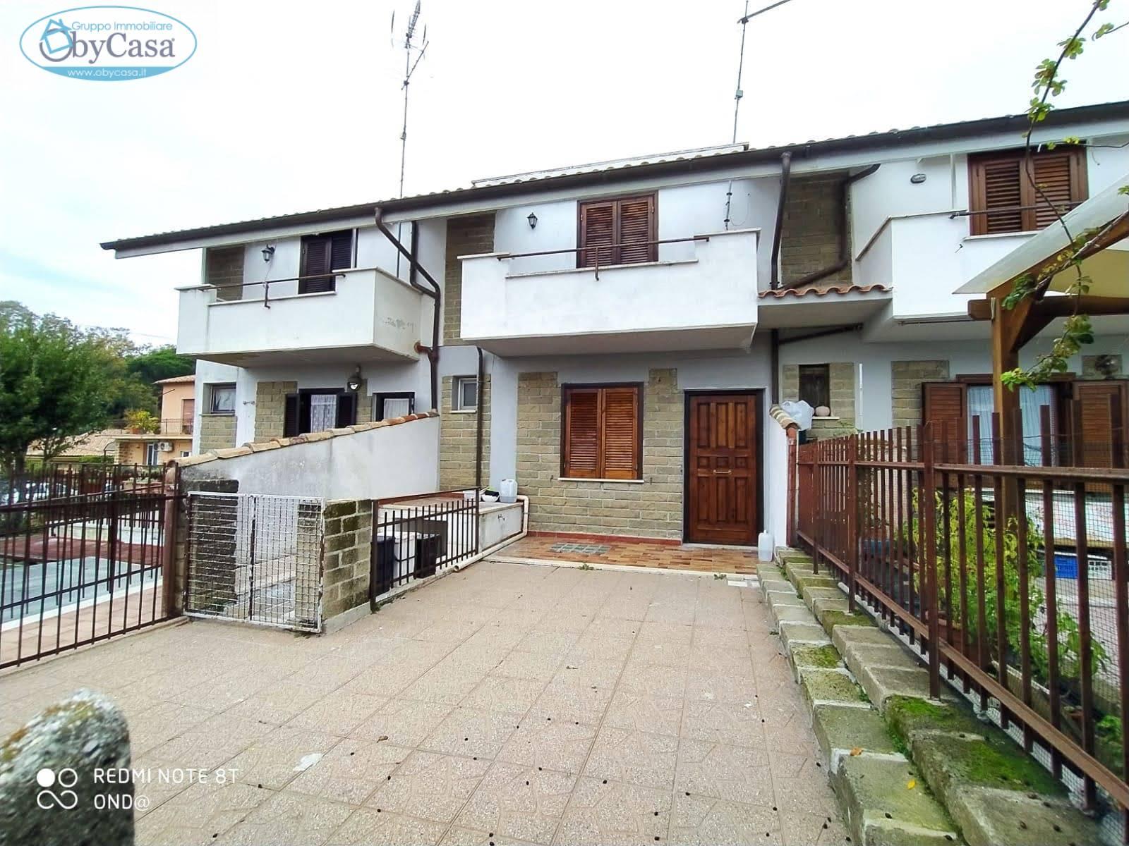 Villa a Schiera in vendita a Manziana, 4 locali, zona Zona: Quadroni, prezzo € 110.000   CambioCasa.it