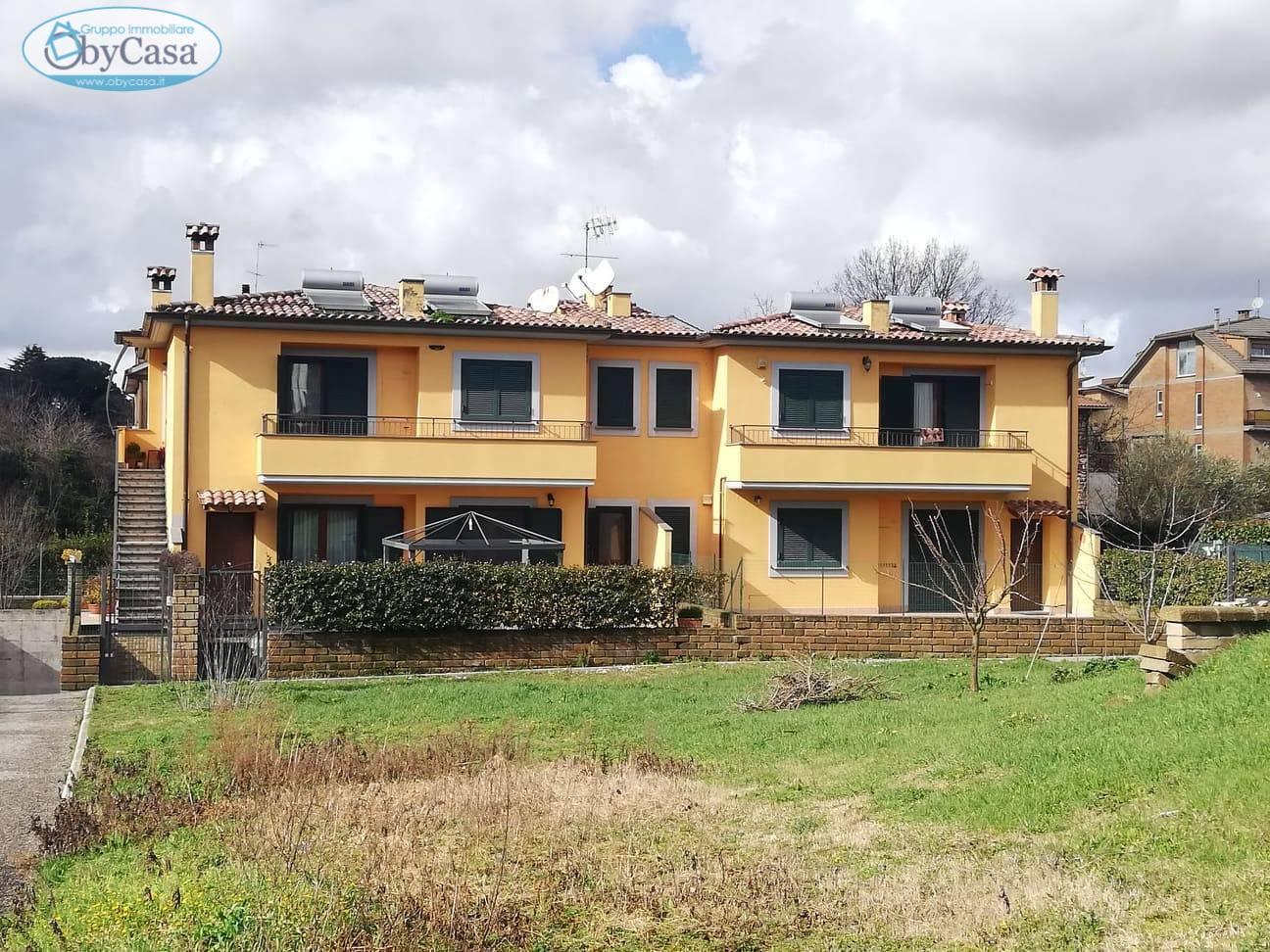 Soluzione Indipendente in vendita a Bassano Romano, 5 locali, zona Località: bassanoromano, prezzo € 129.000 | CambioCasa.it