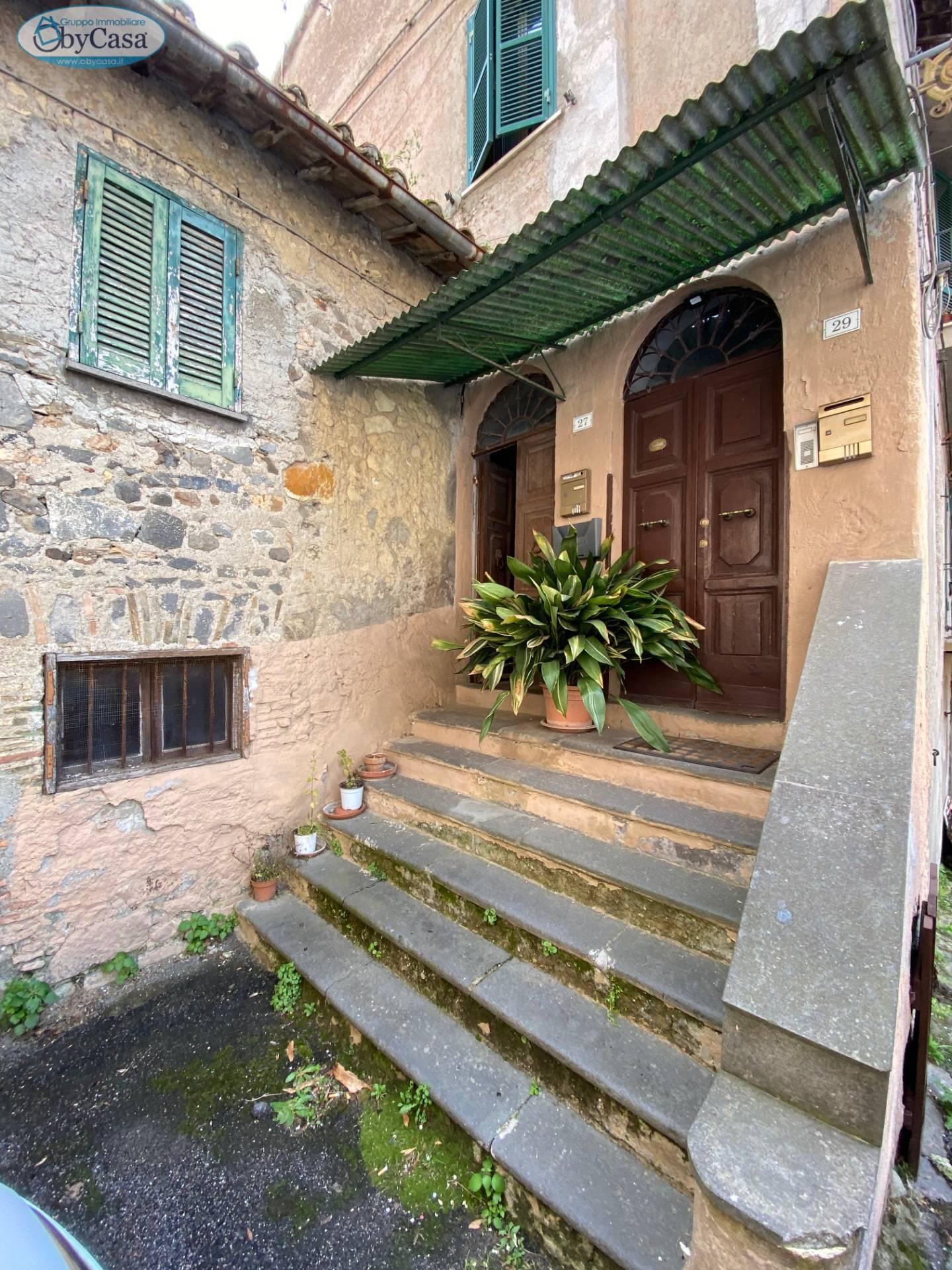 Appartamento in vendita a Bracciano, 3 locali, zona Località: semicentrale, prezzo € 100.000   CambioCasa.it