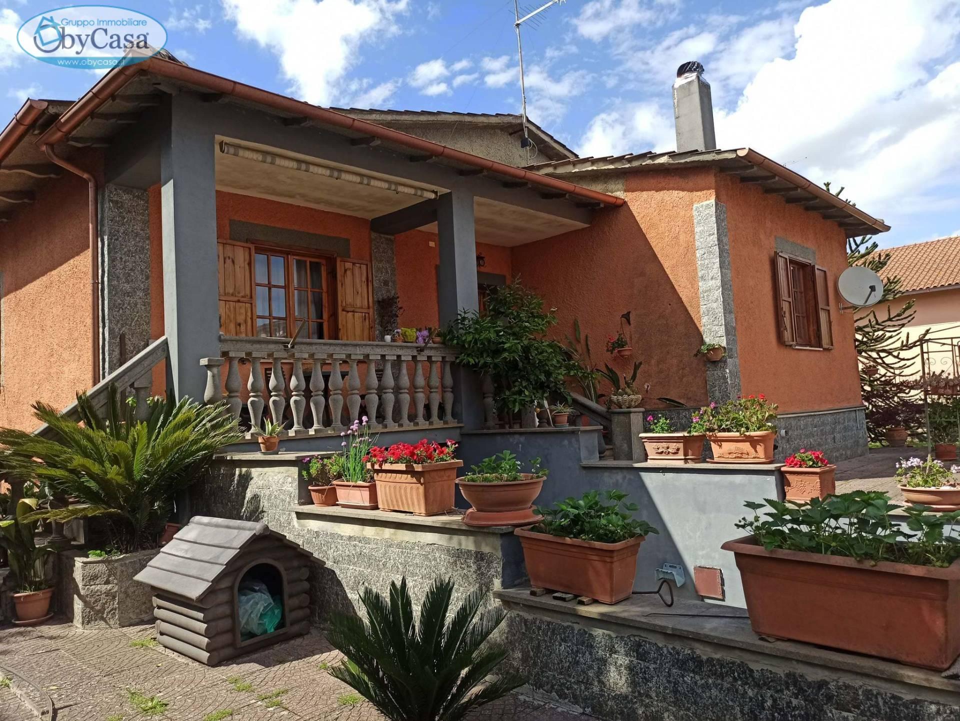 Villa in vendita a Bassano Romano, 6 locali, zona Località: bassanoromano, prezzo € 199.000   CambioCasa.it