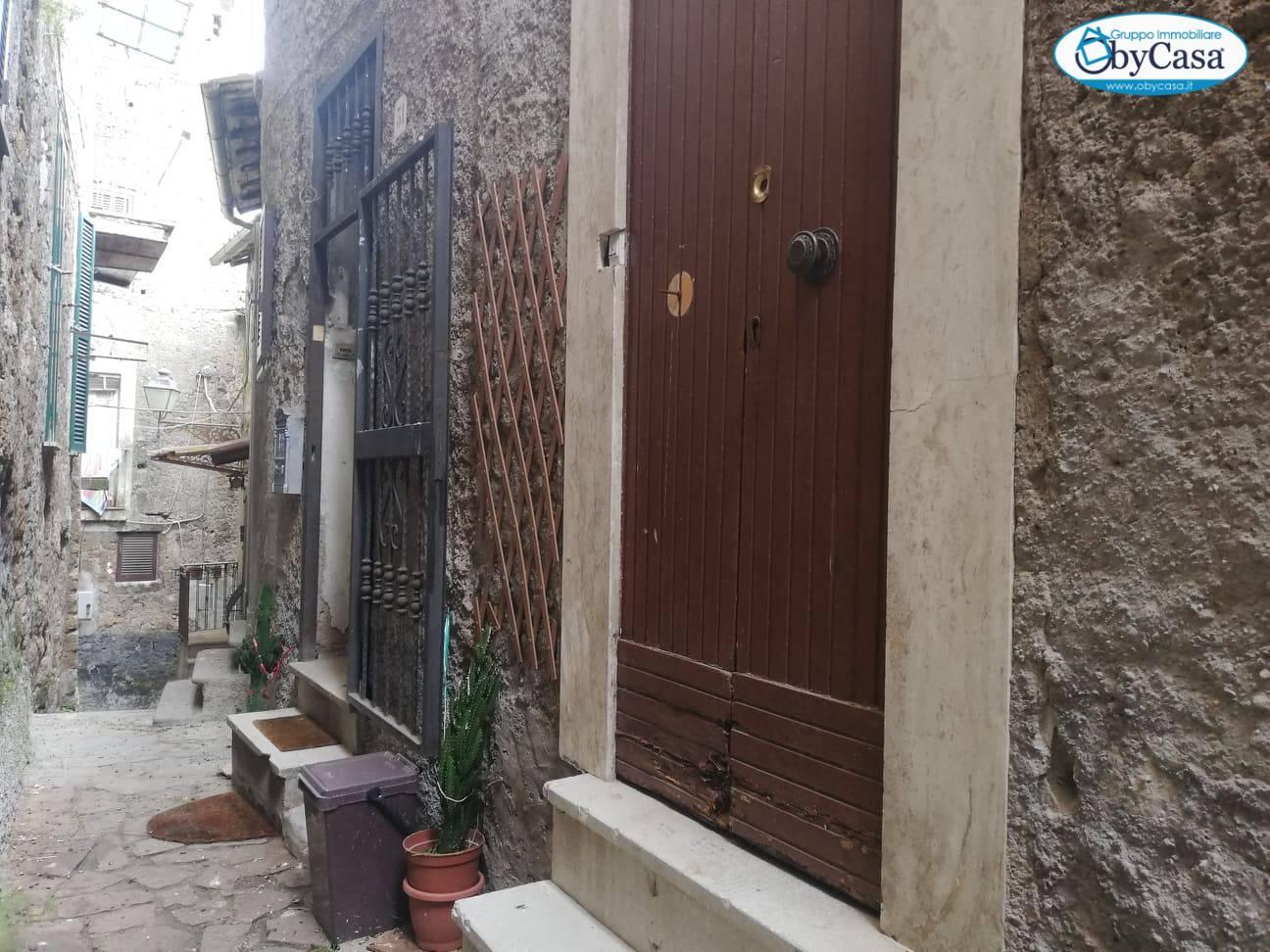 Soluzione Indipendente in vendita a Bassano Romano, 3 locali, zona Località: bassanoromano, prezzo € 16.000   CambioCasa.it