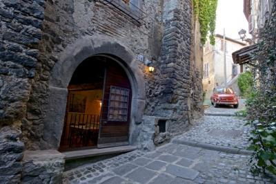 Cantina / Magazzino in Vendita a Bracciano