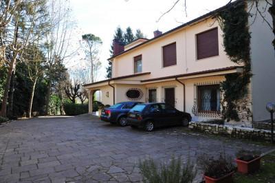 Villa in Vendita a Montone