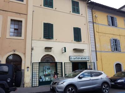 Locale commerciale in Vendita a Bracciano