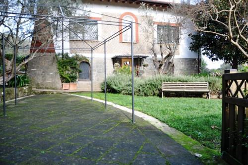 Casa Semindipendente in Affitto a Bracciano