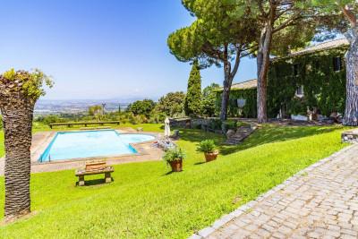 Casale in Vendita a Frascati