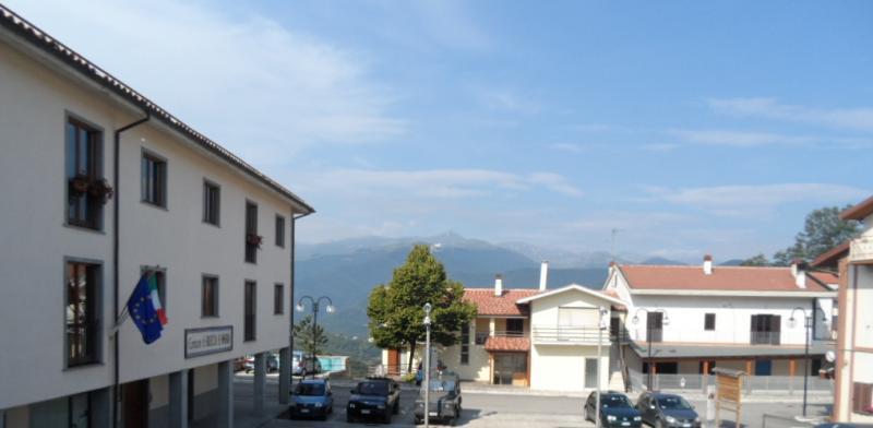 Appartamento in vendita a Rocca Santa Maria, 4 locali, prezzo € 80.000 | CambioCasa.it