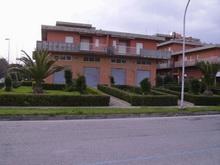 Negozio / Locale in affitto a Martinsicuro, 9999 locali, zona Località: VillaRosa, prezzo € 1.200 | CambioCasa.it