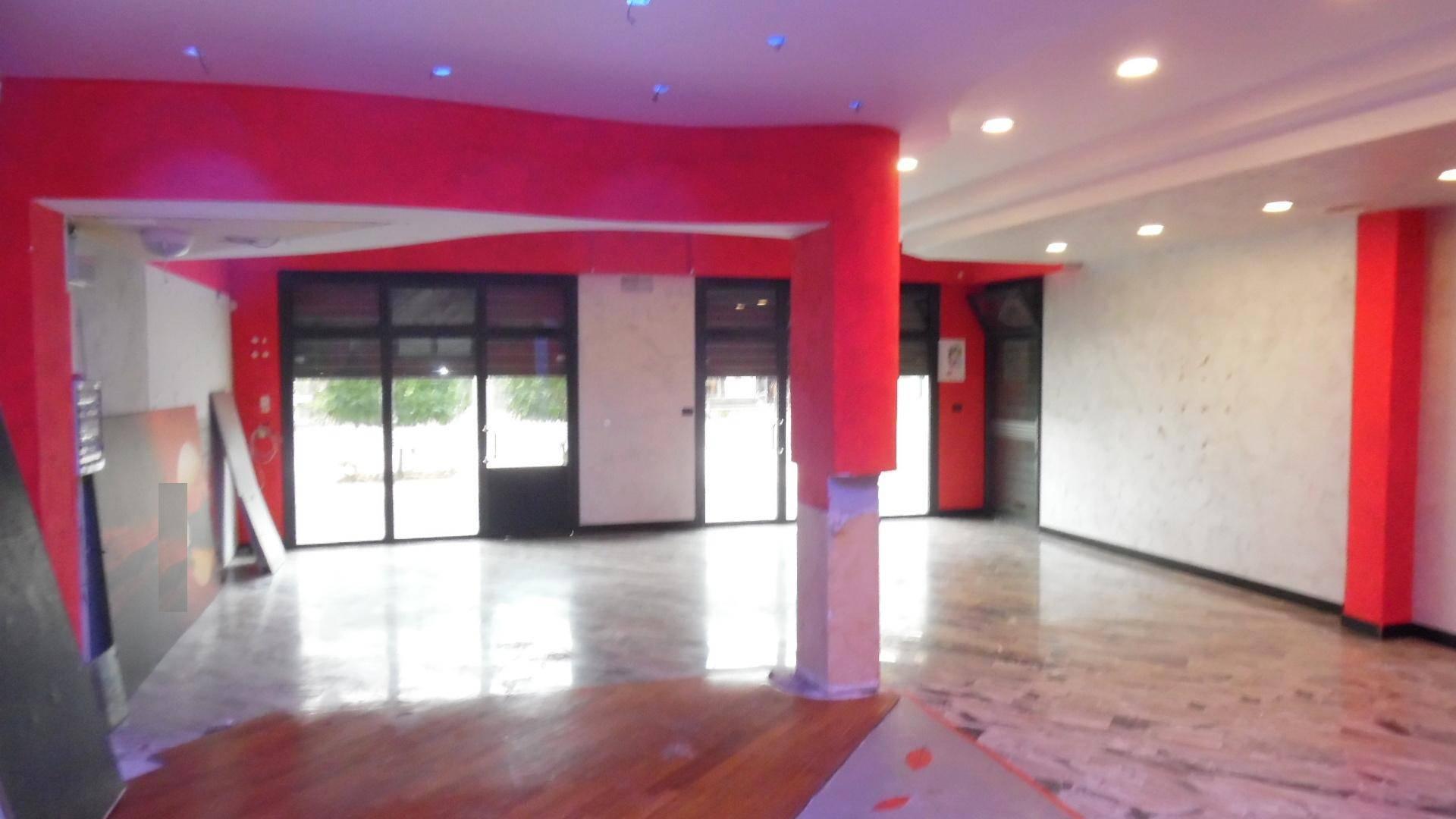 Negozio / Locale in affitto a Martinsicuro, 9999 locali, zona Località: Centro, prezzo € 800 | CambioCasa.it