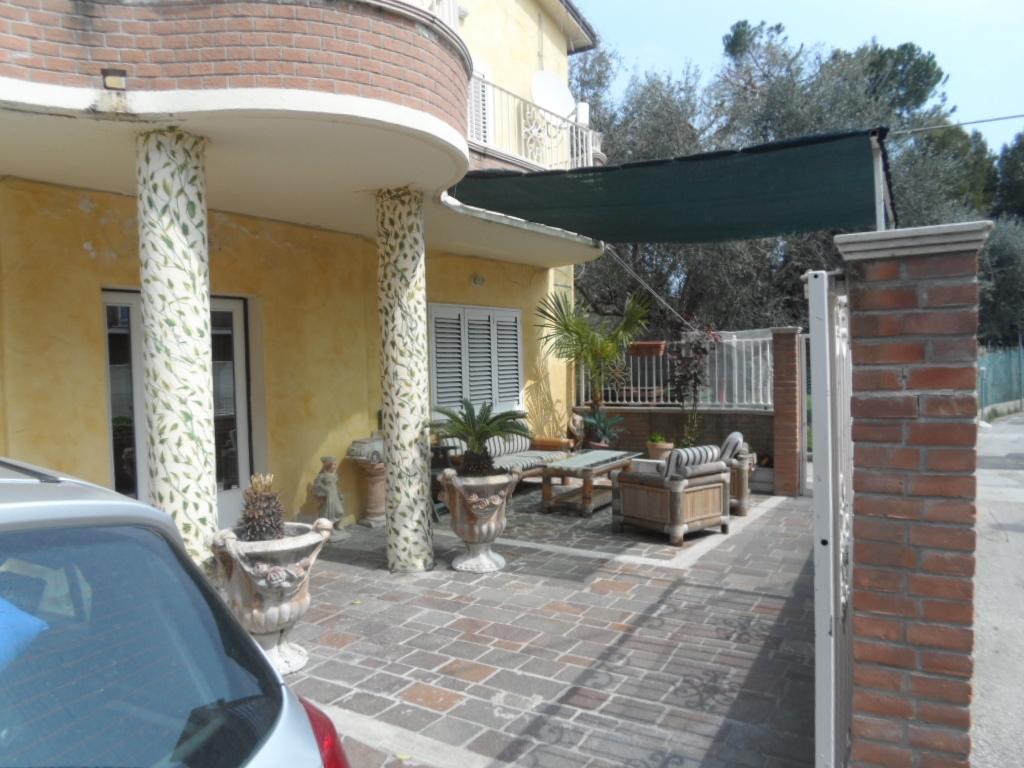 Appartamento in affitto a Alba Adriatica, 4 locali, zona Località: ZonaMare, prezzo € 600 | CambioCasa.it