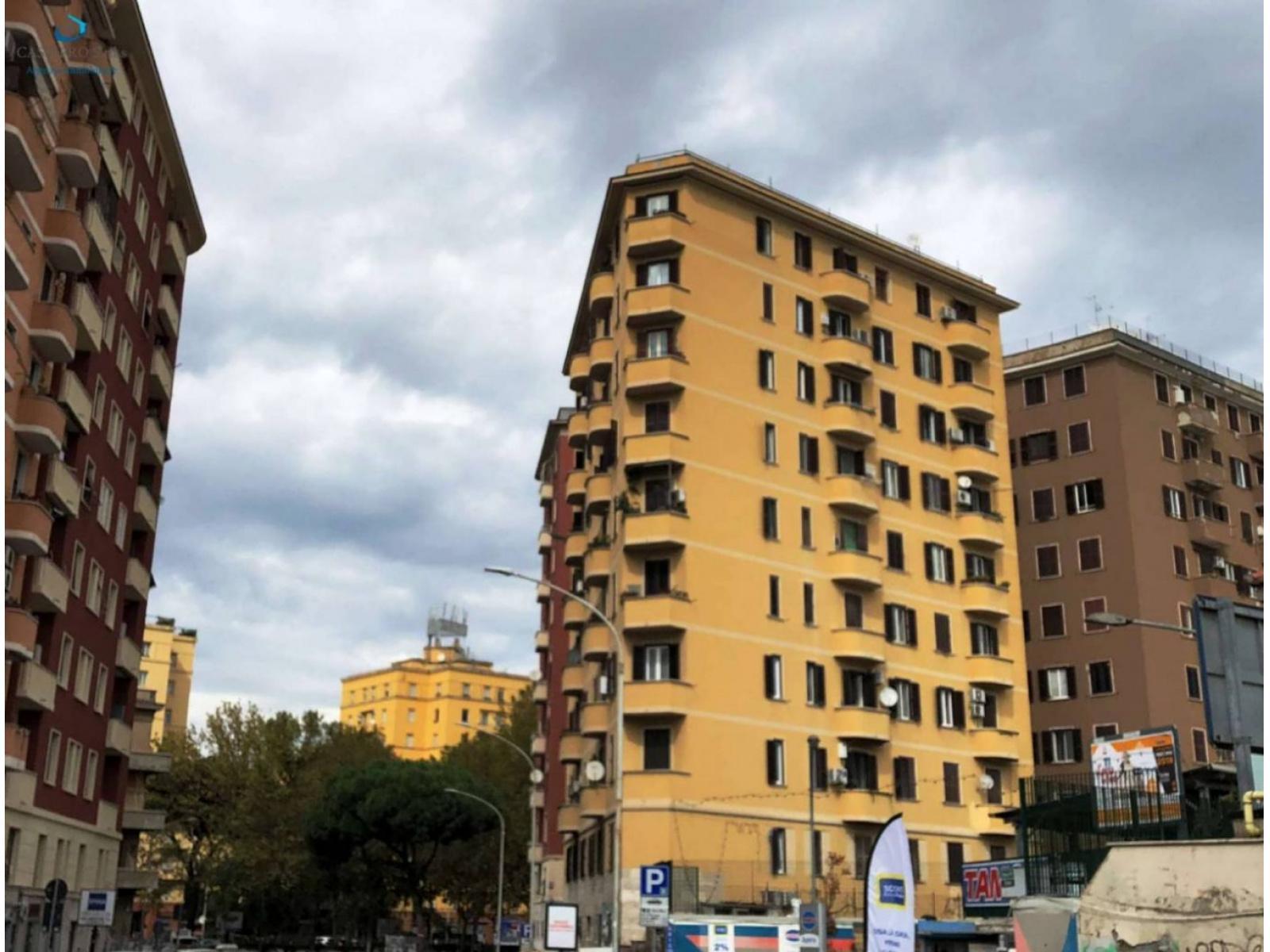 1118415109 Pentalocale in Piazza Ragusa, Roma, Zona San Giovanni