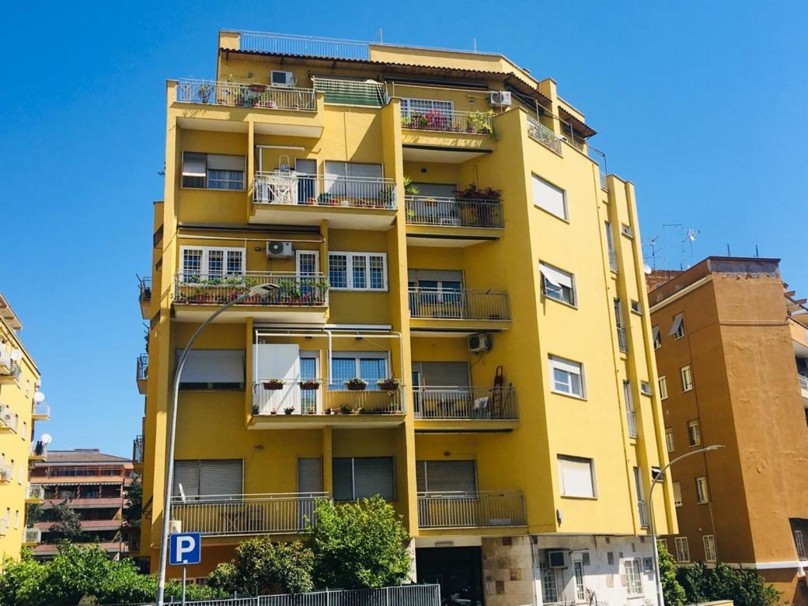 Trilocale in vendita via monti lessini zona montesacro for Camera dei deputati roma indirizzo
