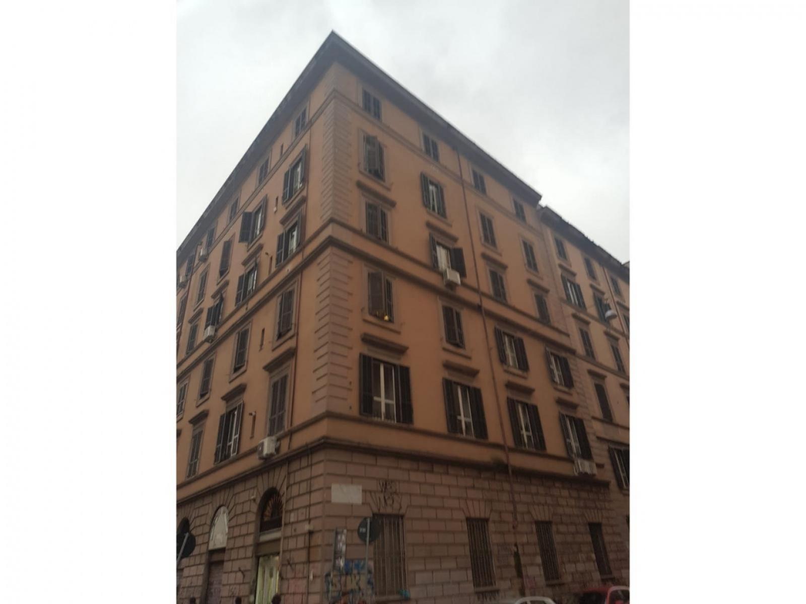 1118416317 Bilocale in Via Enrico Cialdini, Roma, Zona Esquilino