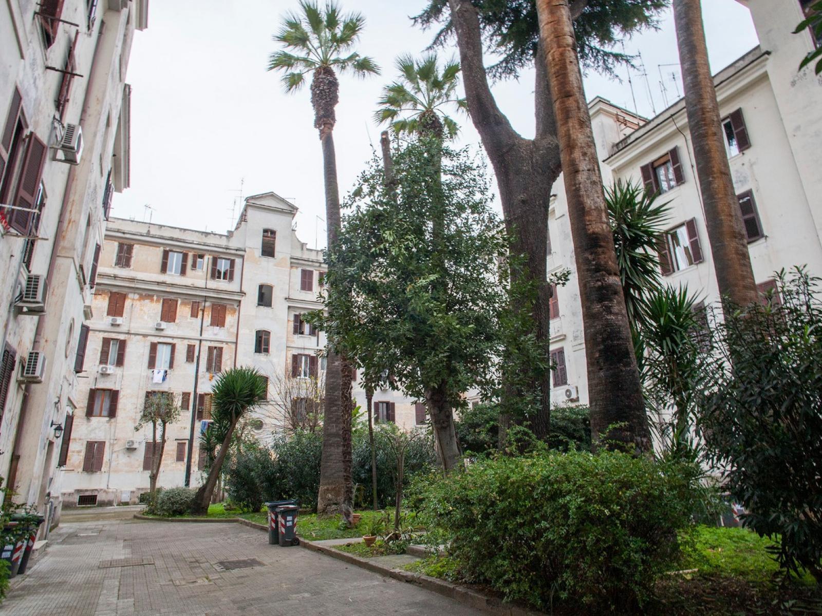 1118416885 Trilocale in Via Giovanni Battista Bodoni, Roma, Zona Testaccio