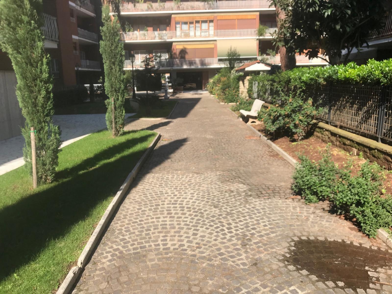 1118416965 Plurilocale (6) in Via Sestio Calvino, Roma, Zona Tuscolana, Appio Claudio