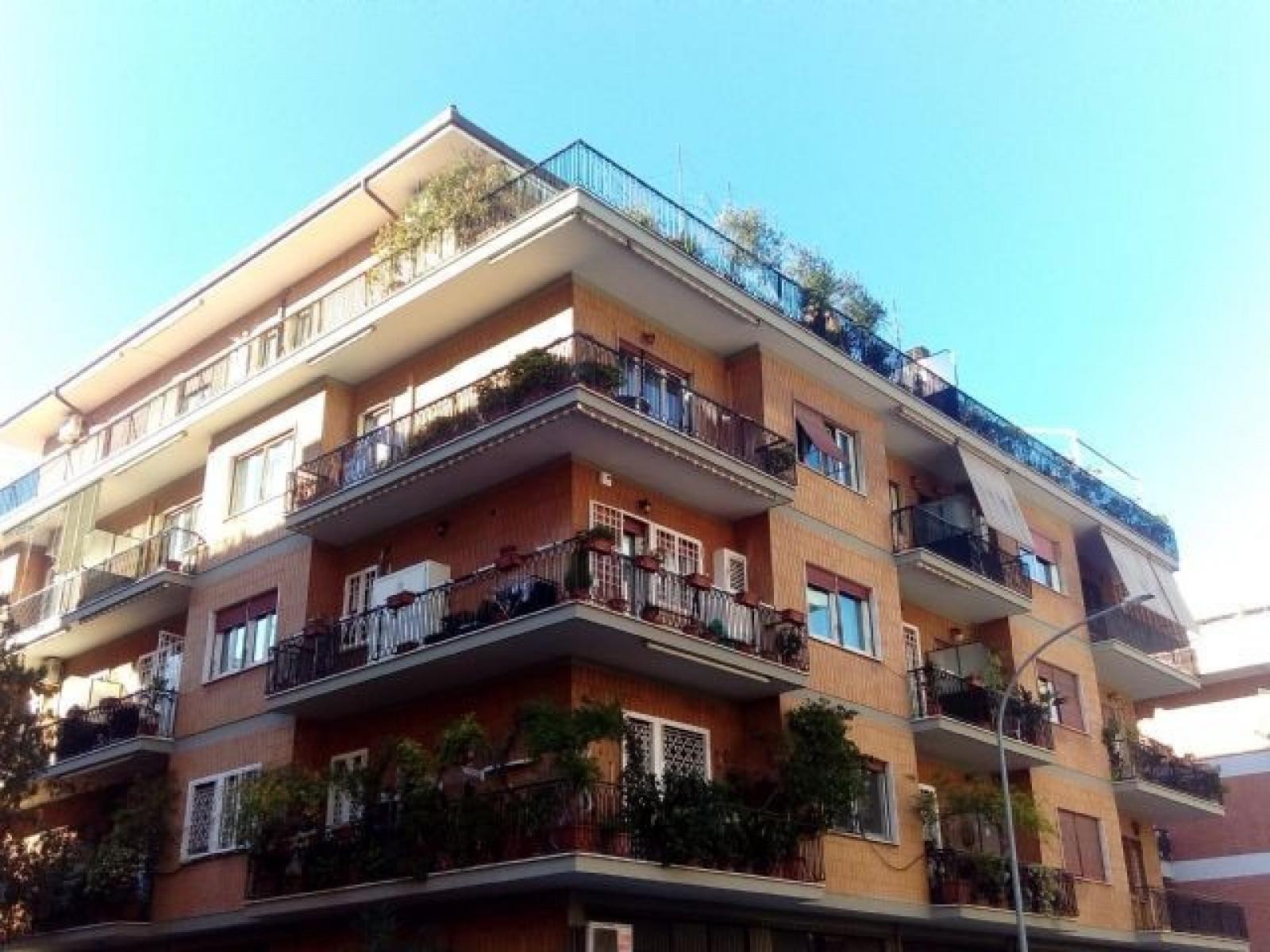 1118416966 Quadrilocale in Via Caio Canuleio, Roma, Zona Tuscolana, Appio Claudio