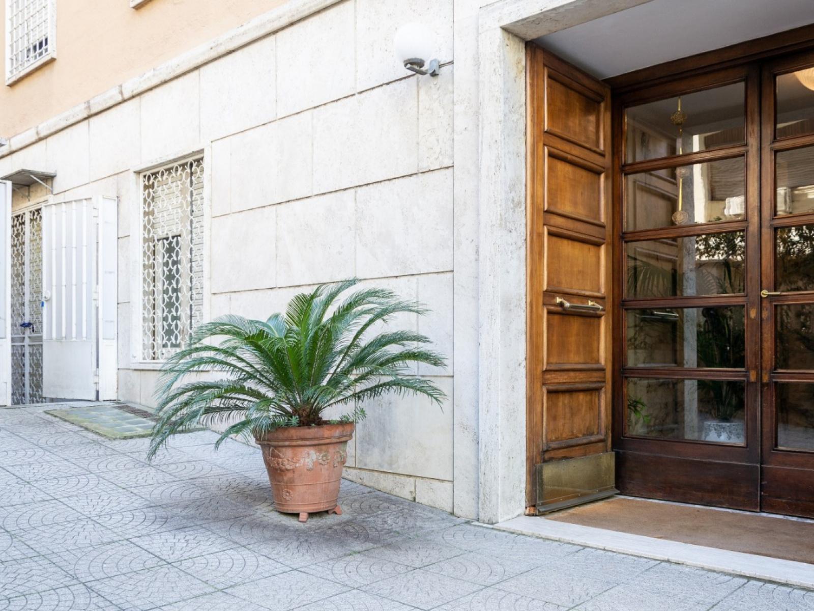 1118416804 Quadrilocale in Via Barnaba Tortolini, Roma, Zona Parioli