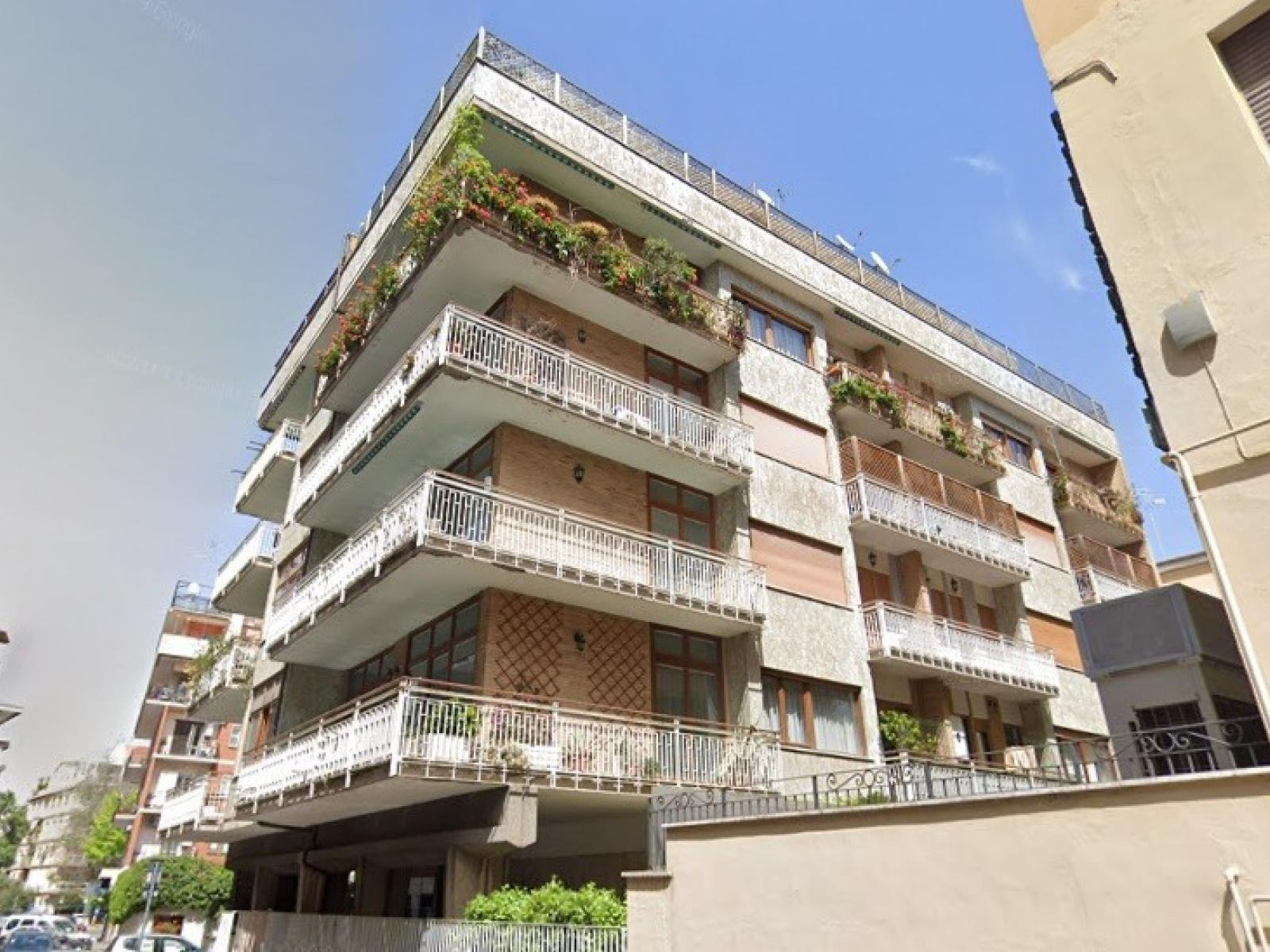 1118417032 Trilocale in Via Cesare Rasponi, Roma, Zona Bologna