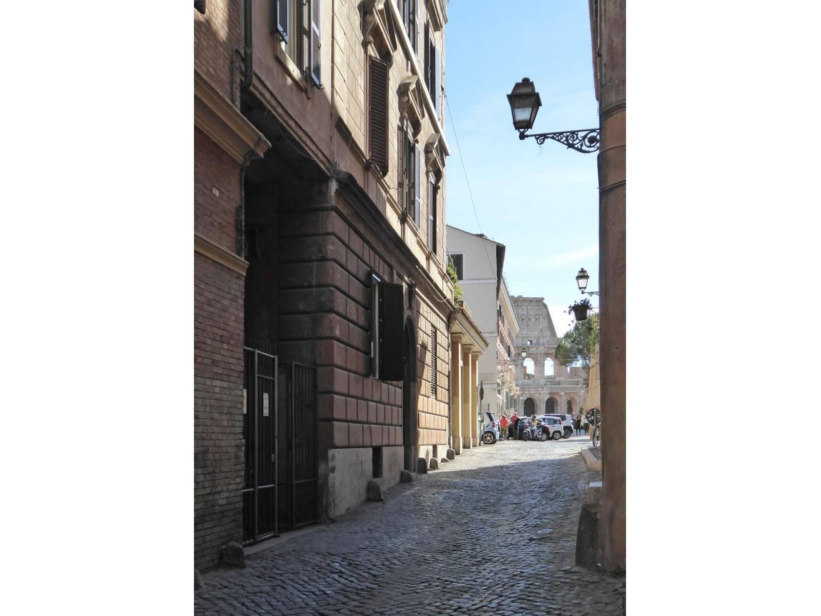 1118417113 Quadrilocale in Via Del Cardello, Roma, Zona Centro Storico