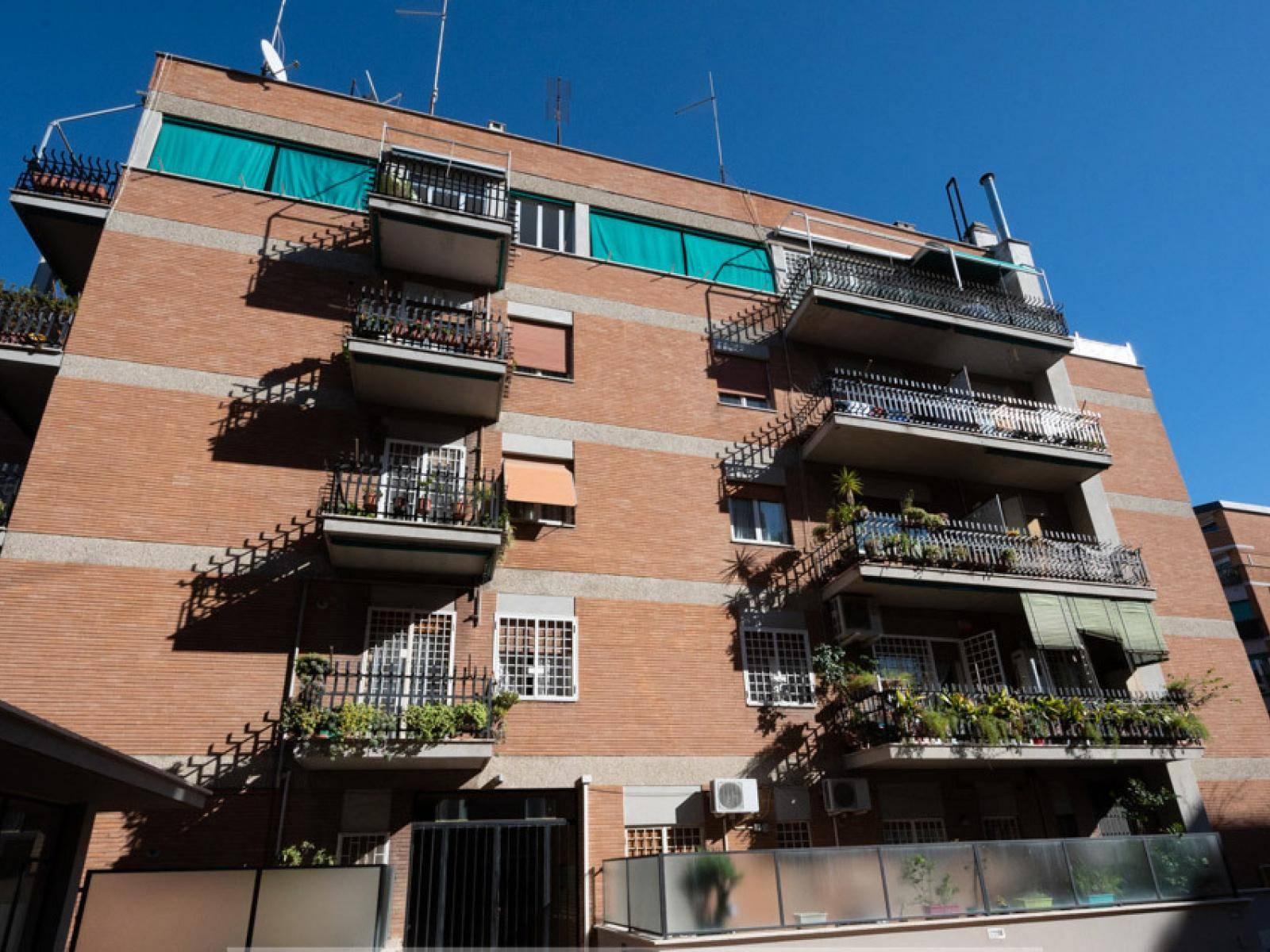 1118417365 Quadrilocale in Via Leonardo Greppi, Roma, Zona Portuense