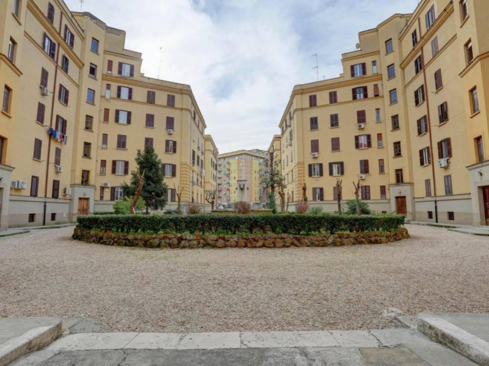 1118417591 Trilocale in Piazza Tommaso De Cristoforis, Roma, Zona Casal Bertone