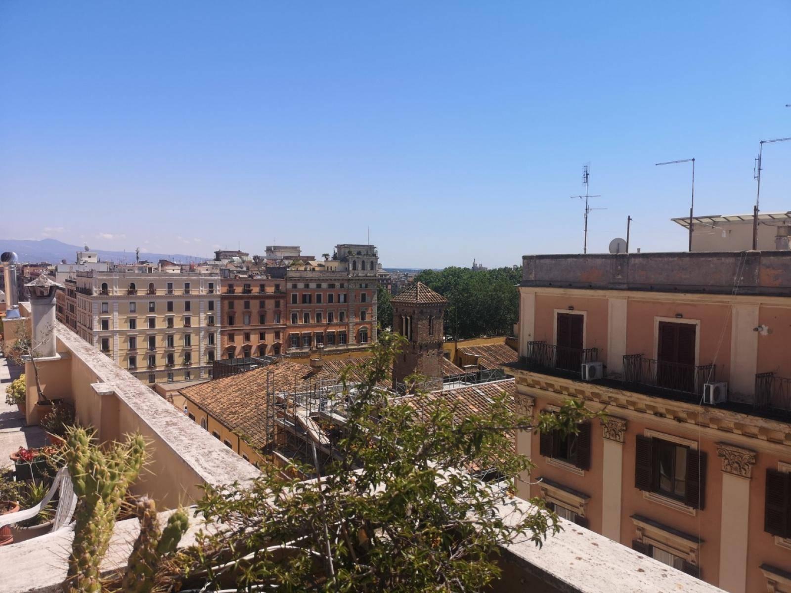 1118417611 Quadrilocale in Via Principe Amedeo, Roma, Zona Esquilino