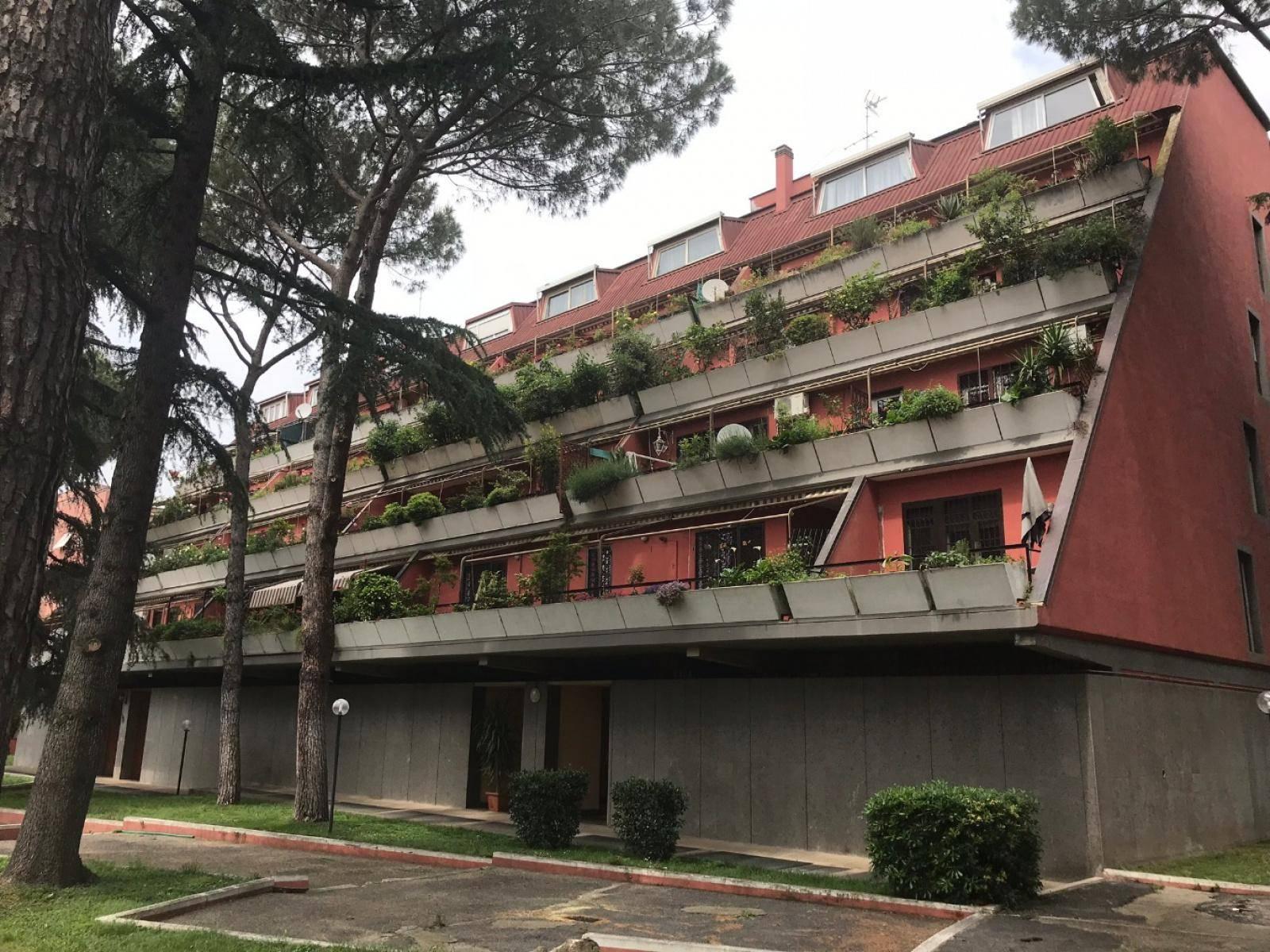 1118417637 Trilocale in Via Dei Colli Albani, Roma, Zona Appio Latino