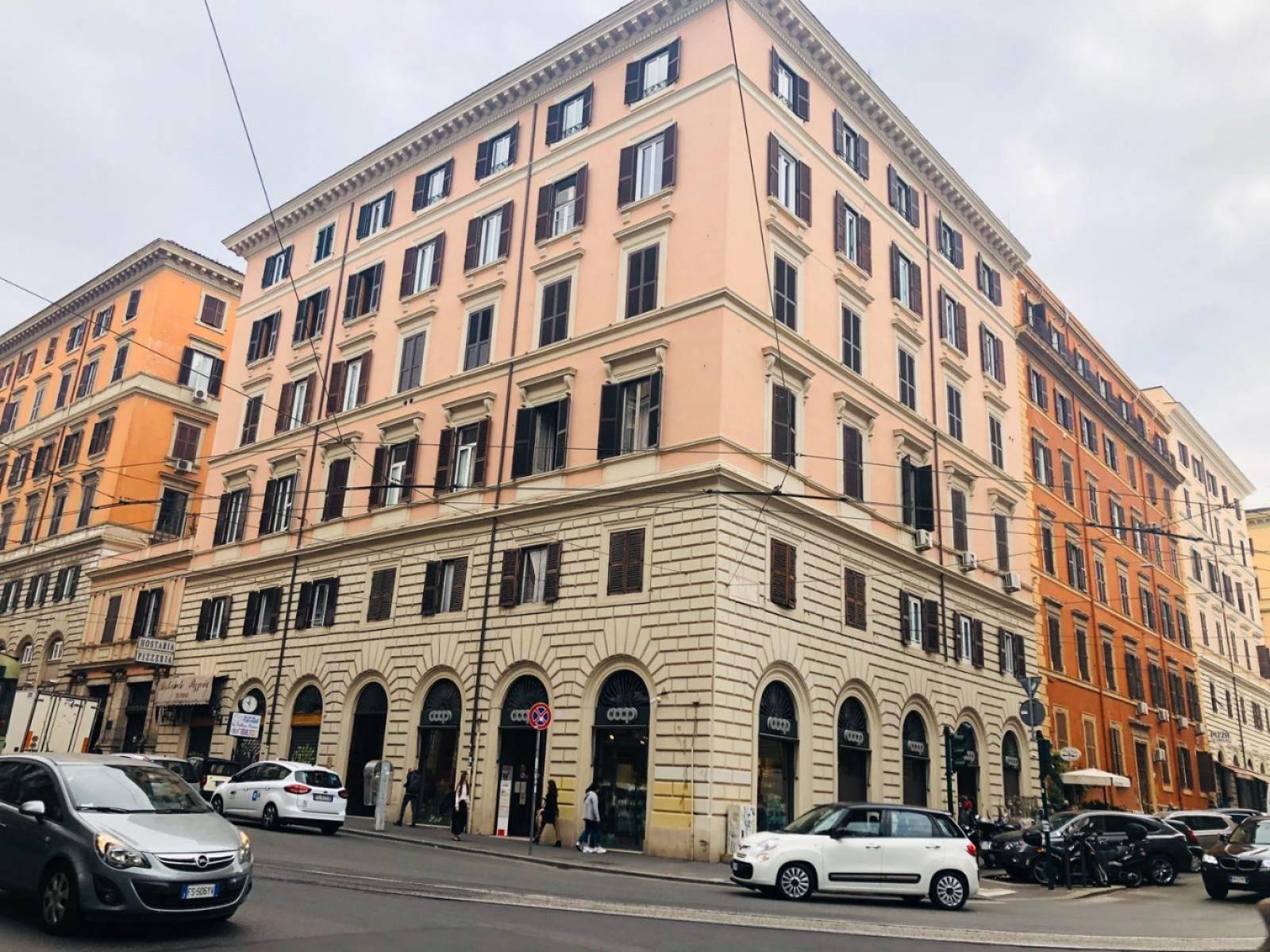 1118417855 Pentalocale in Via Cavour, Roma, Zona Centro Storico