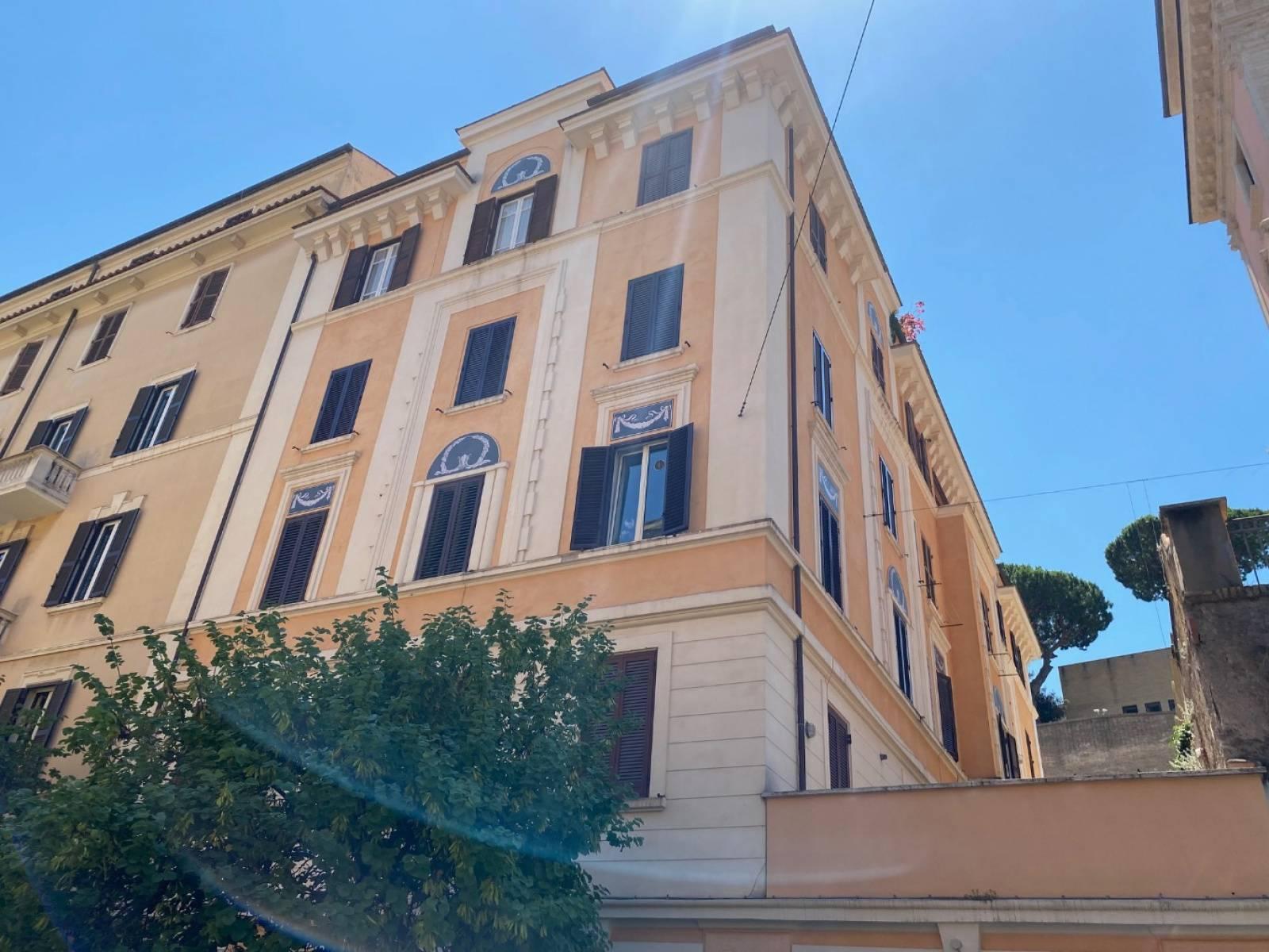 1118418061 Trilocale in Via Sebastiano Veniero, Roma, Zona Prati