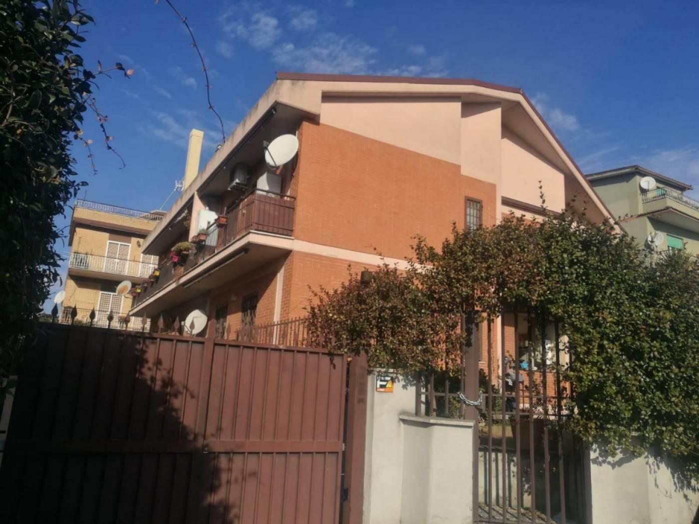 1118418098 Quadrilocale in Via Di Torrenova, Roma, Zona Torre Angela
