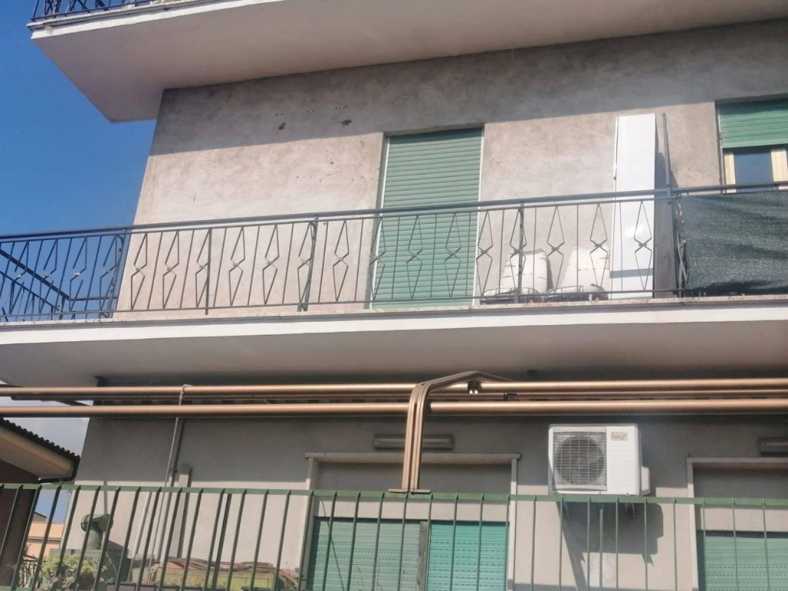 1118418228 Trilocale in Via Rocco Pozzi, Roma, Zona Torre Angela