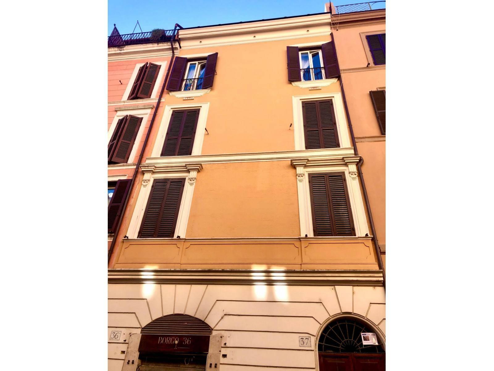 1118418505 Trilocale in Borgo Pio, Roma, Zona San Pietro
