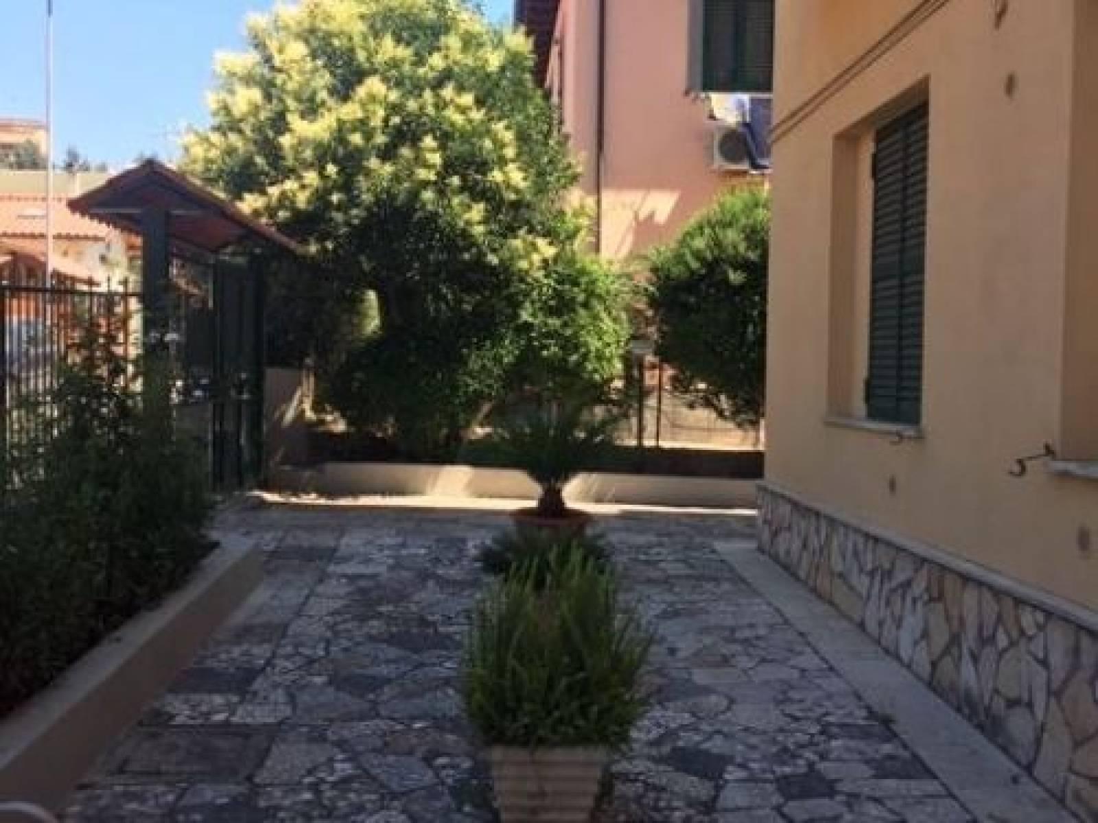 1118418556 Trilocale in Via Del Passero Solitario, Roma, Zona Torre Maura